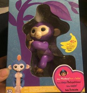 обезьянка BabyMonkey или Fingerlings Baby Monkey