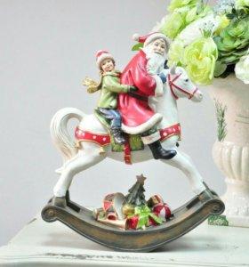 Новогодние Статуэтки Деда Мороза на лошади-качалке