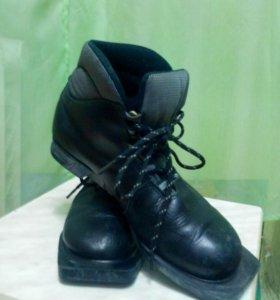 Лыжные ботинки 37 размер натур. Кожа