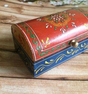 Деревянная шкатулка из Индии. Точечная роспись.