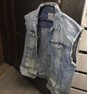 Джинсовая жилетка Zara