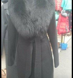 Пальто с натуральным мехом песца