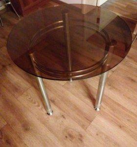 Продам стеклянный стол.
