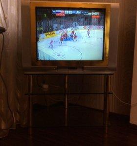 Телевизор и столик под тв
