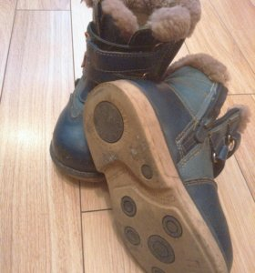 Зимние ботинки на мальчика р- р 26