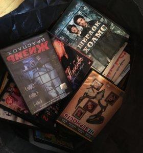 DVD-диски с фильмами различных жанров