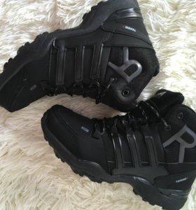 Новые зимнии кроссовки(adidas)