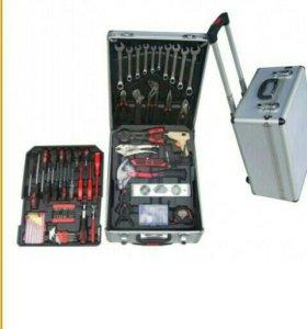 Инструмент в чемодане