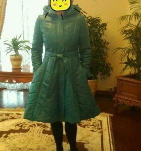 Бирюзовой кожаное новое пальто