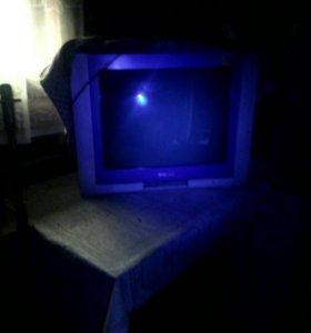 Телевизор б/у. чёрно белый экран на запчасти