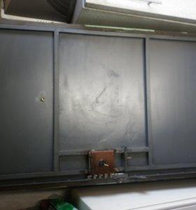 железную дверь