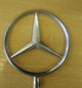 Эмблема Mercedes