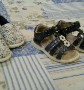 Тапочки и сандалии.