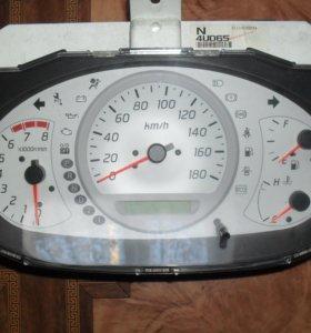 Щиток приборов (приборная панель) Nissan Tino