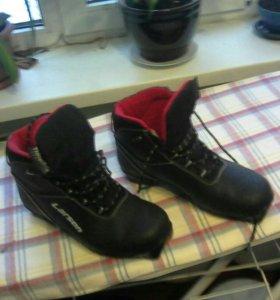 Ботинки лыжные 40 размер