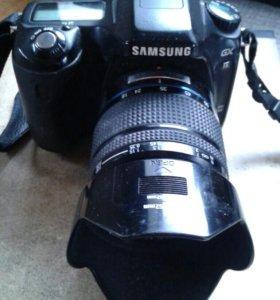 Зеркальный фотоаппарат SAMSUNG