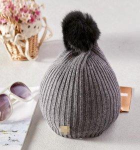шапка с помпоном из кролика