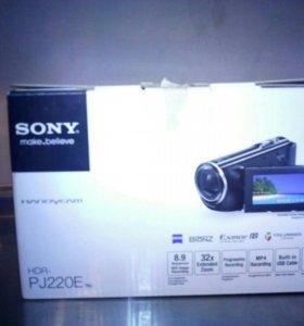 Видеокамера Sony PJ220