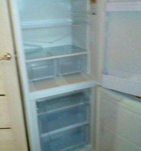Холодильник индезит .