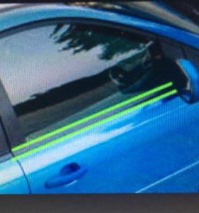 Накладка стекла передней правой двери Ford
