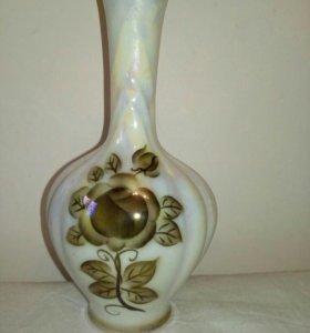 Маленькая вазочка из фарфора.