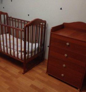 Детская кроватка + пеленальный комод + матрас