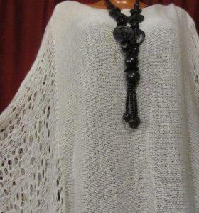 Оренбурское пуховое пончо-свитер.