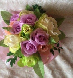 Букет из бумажных цветов со сладостями