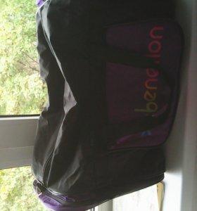 Продаю дорожную сумку (черная с рисунком)