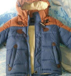 Куртка на мальчика в отличном состоянии на 3-4года