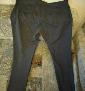 Две пары новых брюк