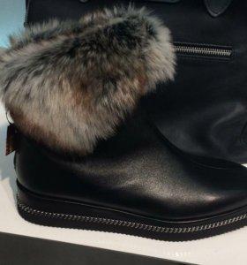 Ботинки новые кожаные Baldinini