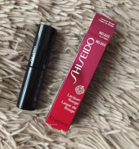 Shiseido помада Lacquer Rouge RD203