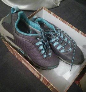 Зимние кроссовки новые!