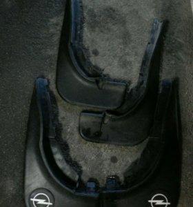Оригинальные брызговики на Opel Omega b