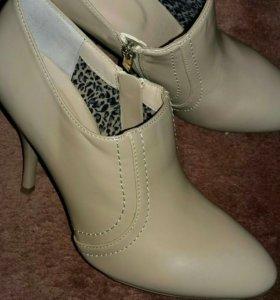 Обувь. Ботинки. Новые.