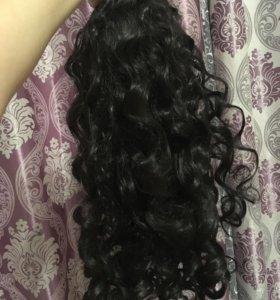 Волосы на заколках длинные