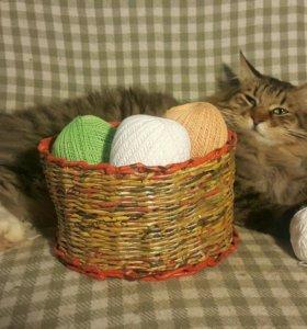Плетеная овальная корзина