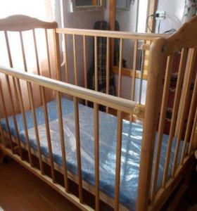 Продам кроватку детскую с матрасом