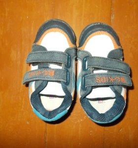 отдам кроссовки, размер 21-22 примерно