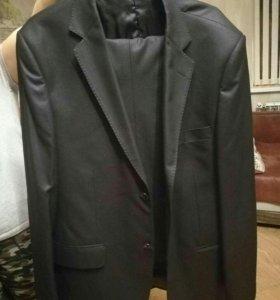 Костюм мужской,куртка в подарок