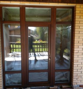 Деревянные окна и двери.