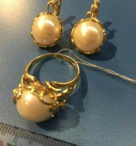 Комплект из золота серьги и кольцо
