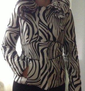Куртка демисезонная, в отличном состоянии