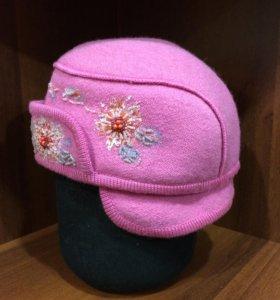 Женская спортивная шапка.