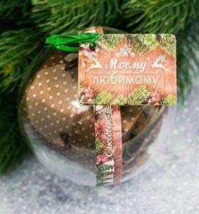 Новогодний елочный шар с галстуком