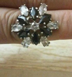 Серебрянное кольцо,серьги.