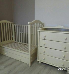 Кроватка и комодик фирмы Gandylyn.