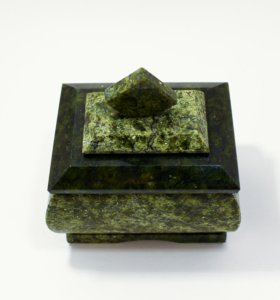Шкатулка для украшений из уральского камня
