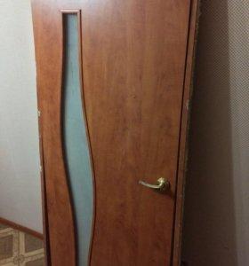 Продам межкомнатную дверь с коробкой.
